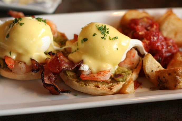 California Eggs Benedict with ShrimpPalms Beach, Brunches Wedding, Egg Benedict, Sunday Brunches, Brunches Menu, Brunches Recipe, Brunches Food, Saturday Mornings, Eggs Benedict