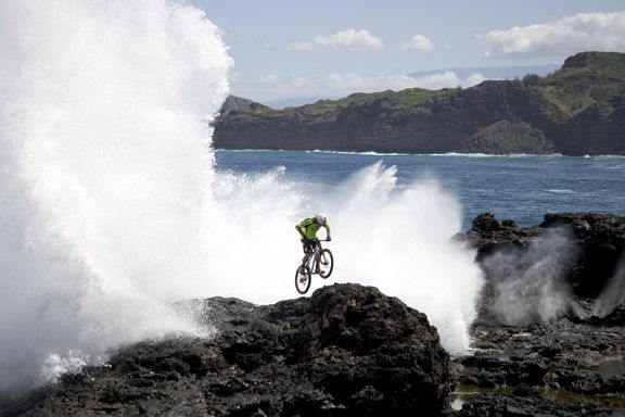 Hans Rey and Steve Peat: On the Most Terrifying Mountain Bike Trail On Earth [VIDEO] ~ Amazing World Online