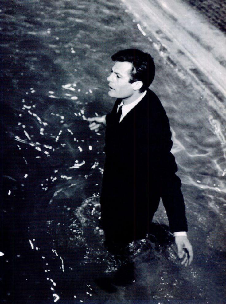 Mastroianni. Loving Fontana di Trevi. La Dolce Vita. '60.