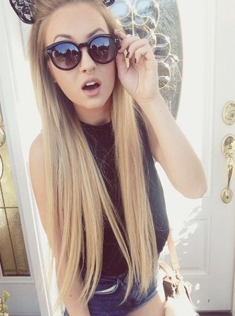 Go Ash Blonde   20 Inch Double Wefted Full Head Remy Clip In Extensions   £74.99   Visit: http://www.cliphair.co.uk/20-Inch-Double-Wefted-Set-Clip-In-Hair-Extensions-Light-Ash-Blonde-22.html