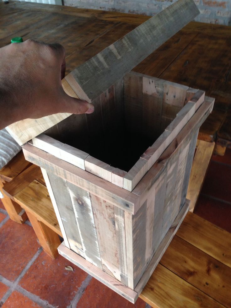 Pallet wood big box for trash, etc. Caja de madera de pallet con tapa ...