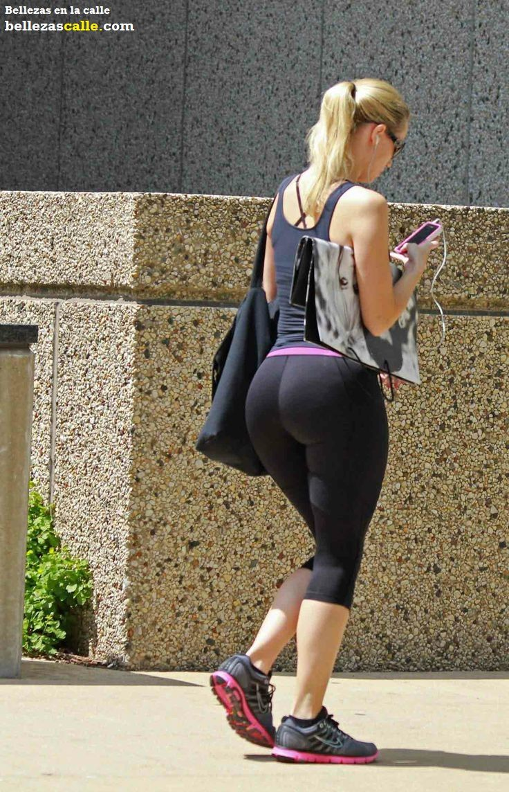 girl with big butt in spandex