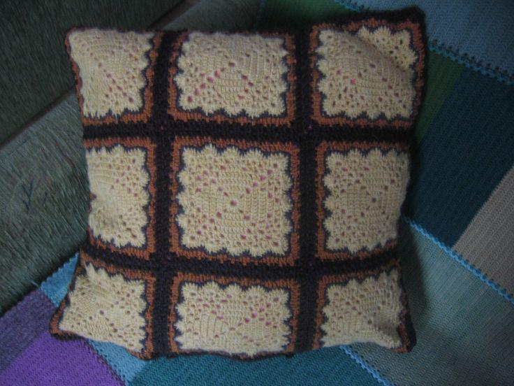 Poszewka na poduszkę wykonana na szydełku