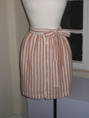 Preppy, chic, cheap! Refashioned men's dress shirt into a skirt. Another reason for me to break out the sewing machine.