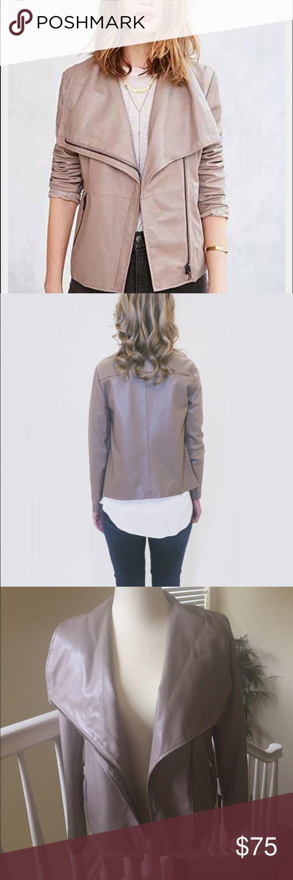 ❤HOST PICK❤️️BB Dakota jacket size L NWT ❤️ ❤️BB Dakota Jacket size L two side zip pockets. Very stylish. One small knick in it you can barely see. ❤️ NWT BB Dakota Jackets & Coats Utility Jackets