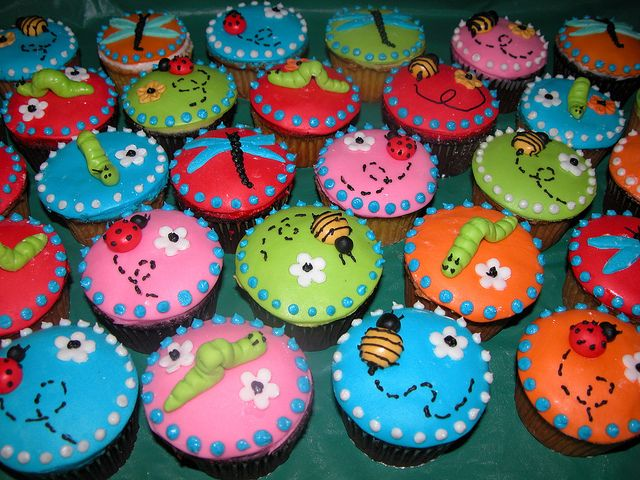 How To Decorate Mini Insect Cakes