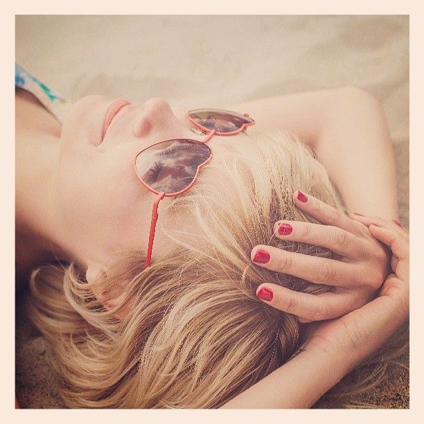 Godersi il weekend... #3in1Gel #OneStep #Fashion #Red #Blog #blogger #BeautyBlogger #SoloProfessionisti #NailLook #Rosso #Manicure #Mani #Nail #Nails #Weekend #Spiaggia #Relax #Bellezza #Love #blondHair