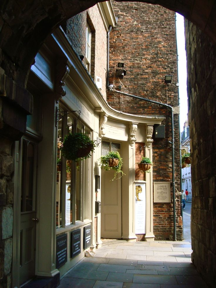 Exploring the city of York in the UK, walled city, northern England, medieval england, the Shambles, gothic cathedral, tourist attractions in York, York Minster, what to do in York, travel tips, England travel, UK travel