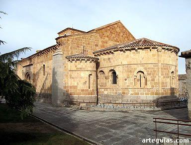 Iglesia de San Andrés, Ávila. Está ubicada extramuros, a unos metros de San Vicente, en dirección al norte. Debió ser levantada por el gremio de canteros que ocupaban este arrabal tras la repoblación. Para algunos autores es la más antigua de Ávila (construida alrededor del año 1100). Para otros es posterior al arranque de San Vicente y San Pedro. Lo que es seguro es que la primera vez que se cita es en 1250.
