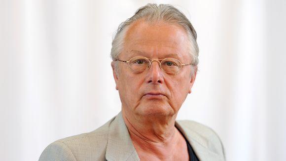 FRANK CASTORF Soll nach 25 Jahren schon Schluss sein? Der legendäre Theaterdirektor Frank Castorf muss die Berliner Volksbühne verlassen. Er selbst würde gern bleiben. Gespräch mit einem Mann, der in seiner Kunst kein Ende findet. INTERVIEW: PETER KÜMMEL