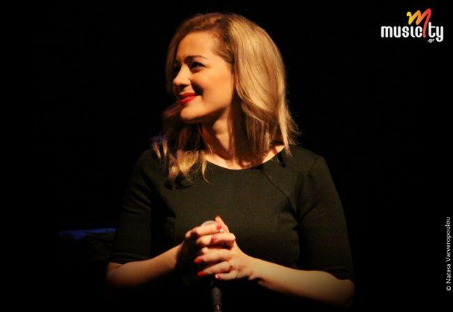 Το musicity.gr επιλέγει το τραγούδι της εβδομάδας 22/12! Στις «Πρώτες λέξεις», το δίσκο του Θέμη Καραμουρατίδη και του Οδυσσέα Ιωάννου, που ντύνεται με τις φωνές του Σωκράτη Μάλαμα και της Νατάσσας Μποφίλιου, ανάμεσα στα τραγούδια θα βρεις και το «Το όνομά μου».