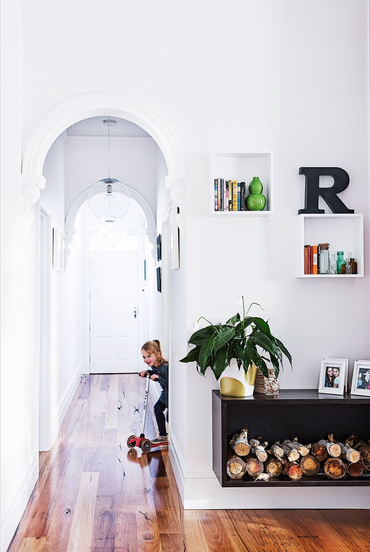 To add more character and a seamless look, the couple had an extra hallway arch installed.: [object Object]