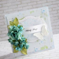 Wyjątkowy i oryginalny komplet z okazji zaślubin wykonany metodą scrapbookingu. Ozdobiony materiałami najwyższej jakości papierami, wycinankami, przepięknymi kwiatami, napisem, motylami z plastycznej masy oraz przeszyciami.  Komplet zawiera kartkę oraz pudełeczko. Wymiary kartki ok.14x14cm. Wymiary pudełeczka ok. 15x15cm.  Polecam!