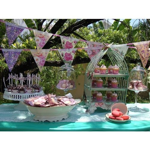 Our tea party banner is perfect to recreate the sophisticated elegance of the Ritz in your own home for your afternoon tea party. Pretty paper banner with 16 pennants and 7 floral designs. Dimensions: