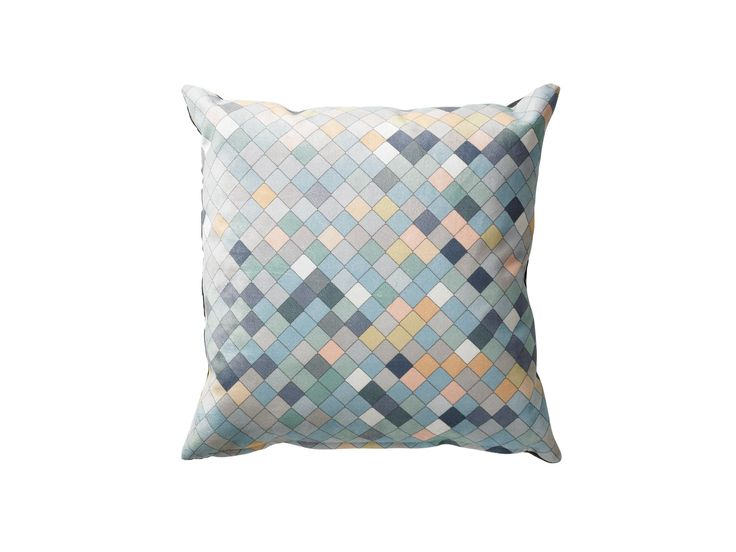 Harlekinmønster i kontrastfarger. Som navnet tilsier er Harlekin en pute med et fint harlekin-mønster, som lett tilfører et ekstra grafisk element. Puten fås i to fargekombinasjoner.