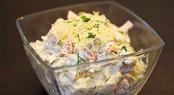 Салат с курицей, ветчиной и сметаной http://qps.ru/eNEh4 ecoslim   Ингредиенты: Куриная грудка ½ шт Яйцо куриное 2 шт Ветчина 150 г Помидоры 2 шт Сыр 50 г Зелень 20 г Сметана 4 ст.л Соль по вкусу Огурцы маринованные 4 шт За рецепт спасибо группе Диетические рецепты  Приготовление: 1. Режем кубиками отваренную куриную грудку. Соломкой режем ветчину. Натираем яйца, сваренные вкрутую, на крупной терке. Режем кубиками помидоры. Режем кубиками маринованные огурцы. Натираем сыр на мелкой терке…