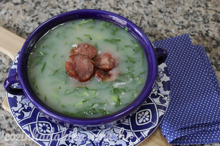 A sopa mais famosa dessa época do ano, e é tão fácil de fazer que eu realmente não entendo pra que sair de casa se a gente pode tomar uma sopa quentinha embaixo das cobertas