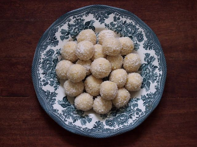 petite kitchen: raw lemon and coconut truffles