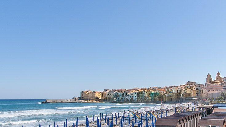Cefalu - Blick auf Altstadt und Strand