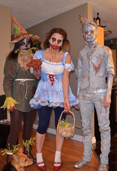 Wizard of Oz group Halloween costume. Dorthy, Scarecrow, Tin