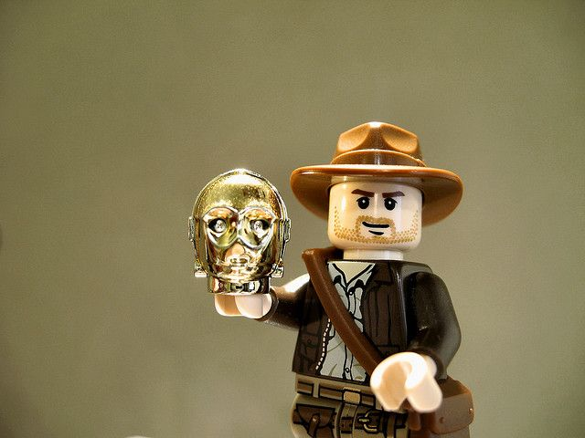 lego indiana jones finds C3PO...