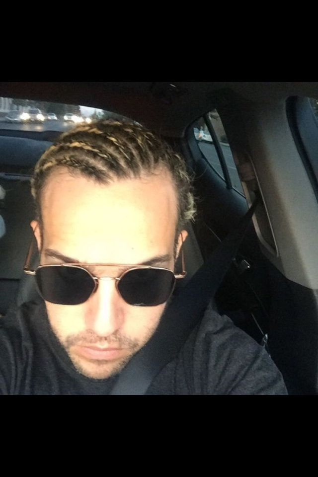 Yass I luv pete's new hair and I'm glad he's expressing himself through his culture. so all you little shits out there who are being mean to him just remember pete is bi racial