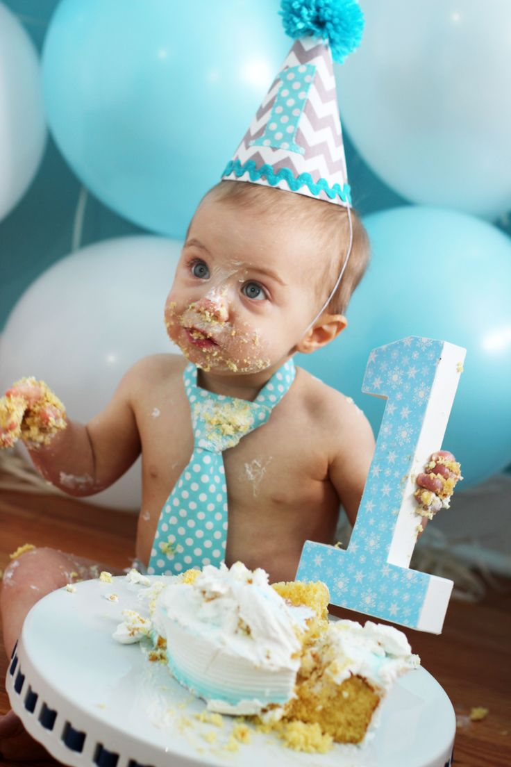 Cake smash photo shoot with balloon wall #firstbirthday