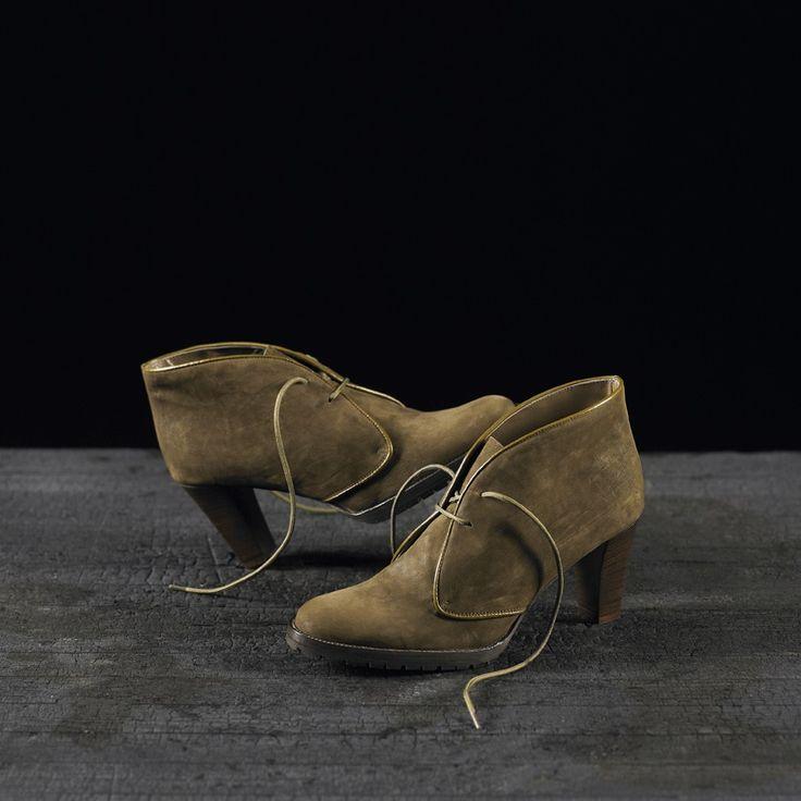 Tronchetti in camoscio realizzati a mano su misura in Italia #atelierdelrettile #italianshoes #shoes #tailored #luxury #cagliari #madeinitaly #bespoke #tuxury #gentlemenshoes #handcrafted #atelierdonna112 #instagram #yacht #fashion #luxurytoys #italy