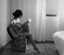 Inspiring image acoustic, black and white, girl, guitar, music, photo, pretty, skinny #2443040 by taraa - Resolution 477x640px - Find the image to your taste