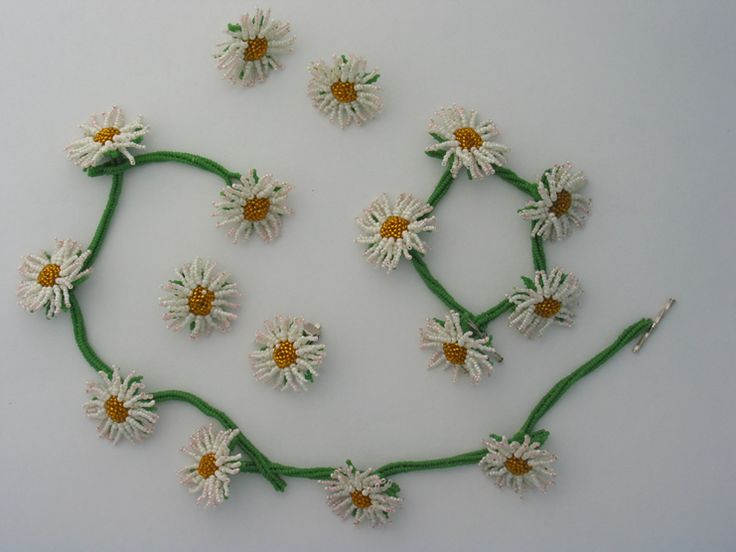 Daisy Chain - Huib Petersen - If you're missing spring, just bead up a few of these cuties and chase those blues away.