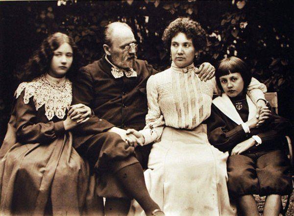 Emile Zola,his mistress Jeanne Rozerot,his children Jacques & Denise,1900
