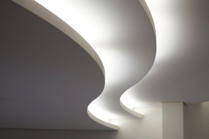 Flexboard de Knauf es una placa de yeso-cartón decorativa y flexible con un espesor de solo 6.5mm, especialmente diseñado para crear formas curvadas en paredes, cielos y revestimientos.  Flexboard se adapta a cualquier forma que se quiera dar a la estructura metálica para reproducir cada tipo de superficie, como por ejemplos cúpulas, techos y paredes curvados, cielos flotantes curvados, desniveles entre dos techos, forrar vigas y pilares y cajas para iluminación indirecta…