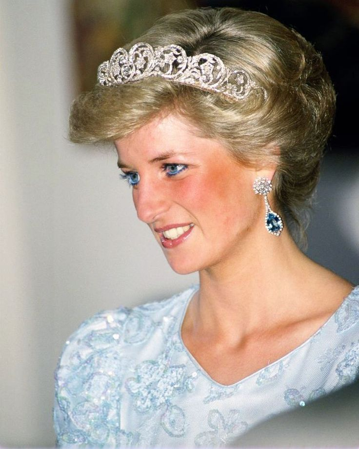 """7,913 Me gusta, 45 comentarios - Princess Diana Forever (@princess.diana.forever) en Instagram: """"05 November 1987: Princess Diana at a state banquet in Munich, Germany ■ 05 نوفمبر 1987: اﻷميرة…"""""""