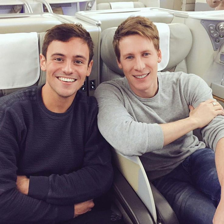 On their way to the FINA World Aquatics Gala in Sanya, China. (will be held on December 2). Safe flight, guys!  Hm, who will be named The Best Athlete Of The Year? 🤔😆 (Cc: Tom Daley; Jane Figueiredo; DLB) November 29, 2017.  #DiveLondon #Diving #fina #teamgb #tomdaley #dustinlanceblack #finagala #china #sanya