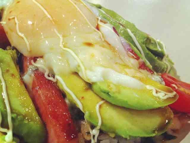 おうちでカフェランチ♪アボカドスパム丼の画像