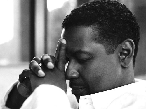 Denzel Washington    Le zen nous ramène, par notre travail sur nous-mêmes, au monde ordinaire pour devenir tout simplement des gens ordinaires.  Zen brings us, by our work on ourselves, to the ordinary world to become just ordinary people.