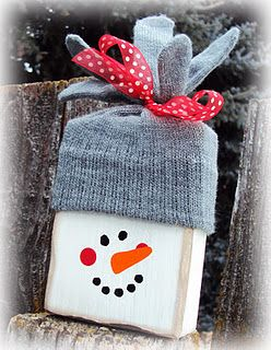 Snowman Block - so cute!    Hmmm... could use a cutting board with the handle in the middle and tie a bow around the handle with the hat...