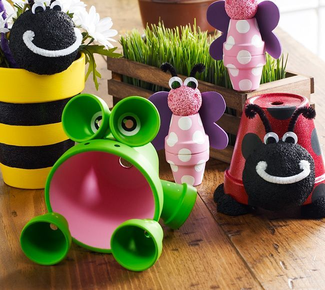 Clay Pot Critters! Perfect for flower beds. So cute! Could be a kids craft too:).