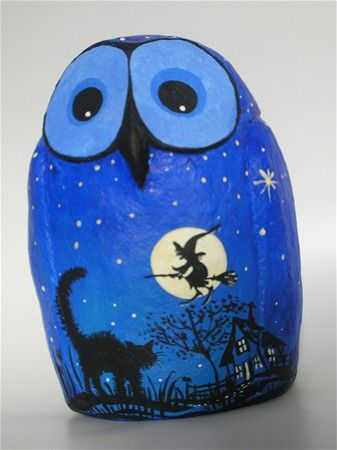 Gurdiens of the night Owl -fullmoon&aflying witch\paper mache\18cm tall