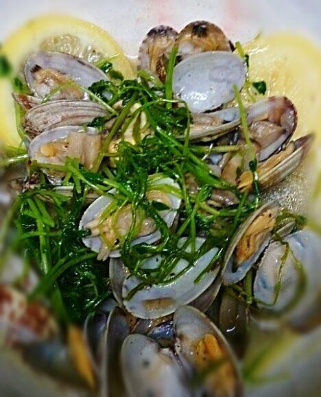 アサリが美味しい季節になってきました(*^^*) 美味しいスープがパスタにも合いますよ~!! - 77件のもぐもぐ - アサリと青菜の塩漬けレモン蒸し by tomtom-verde