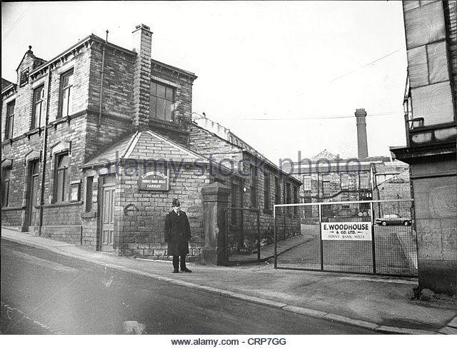 sunny-bank-mills-farsley-yorkshire-a-policeman-crp7gg.jpg (640×489)