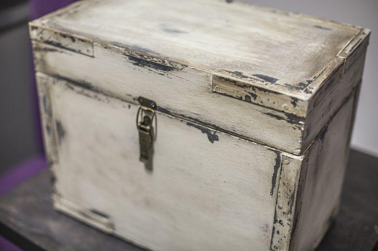 Kufer, kuferek na cokolwiek. Ponownie ciemny wosk sprawdził się rewelacyjnie.