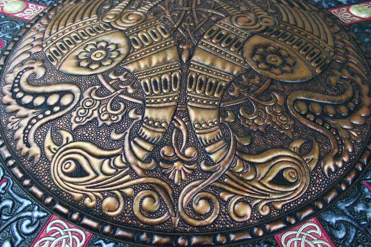 "Машинная вышивка - имитация чеканки, за основу взята техника ""трапунто"". #embroidery #вышивка #ручнаявышивка #hautecoutureembroidery #вышивкавярославле #вышитыйдекор #машиннаявышивка"