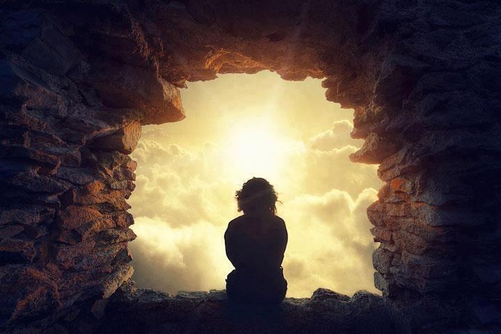 """O Silêncio é a comunhão de uma alma consciente consigo mesma. """"Henry David Thoreau"""" Calar sobre sua própria pessoa, é humildade. Calar sobre os defeitos dos outros, é bondade. Calar quando a gente está sofrendo, é heroísmo. Calar diante do sofrimento alheio, é covardia. Calar diante da injustiça, é fraqueza. Calar quando o outro está falando,é delicadeza. Calar quando o outro espera uma palavra,é omissão. Continua em: https://www.facebook.com/gracaetoluis"""