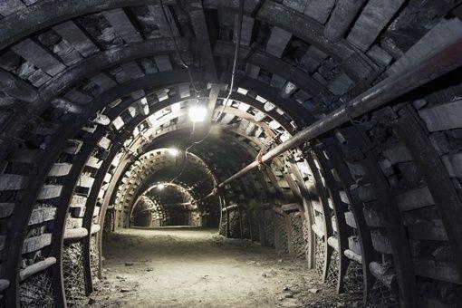 Zbytkowa kopalnia uranu - jedna z nielicznych zachowanych kopalni tego surowca w Polsce, oddana turystom do zwiedzania z przewodnikiem. Zbudowana przez sowietów w celach wydobycia niezbędnych surowców w okresie powojennym. Więcej o tej magicznym i unikalnym w skali kraju miejscu poczytasz na http://diananoclegi.pl/kopalnia-uranu-kletno
