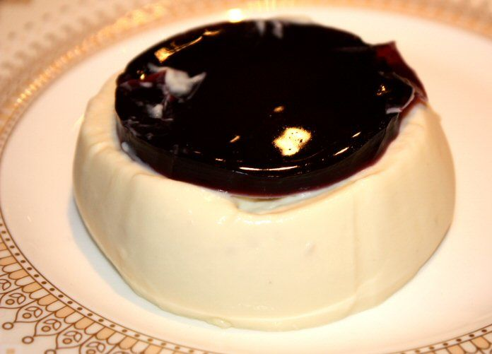 Romige pannacotta met gekruide wijn