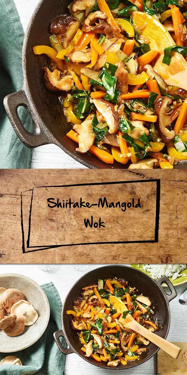 """Du suchst ein asiatisches Rezept mit Shiitake-Pilzen? Du hast es gefunden: Der Shiitake-Mangold Wok mit Karotten, Paprika und einem Würz-Mix von den neuen """"Ideen vom Wochenmarkt""""-Produkten schmeckt köstlich! Probiert es aus und lasst es euch schmecken."""