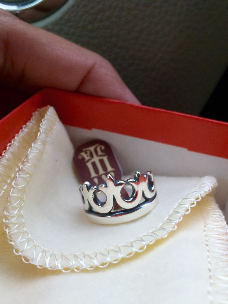 Princess crown ring... A James Avery ring... Love it! Can I just have ASAP ! Like birthday ? Please size 8 !