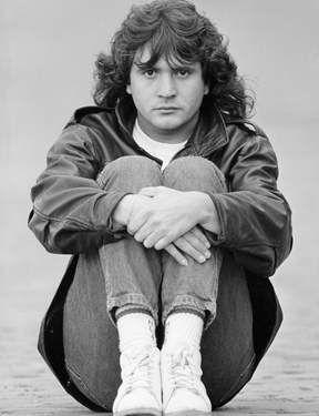"""Daniel Balavoine : Ce chanteur connaît la consécration en 1978 en décrochant le rôle principal de la comédie musicale """"Starmania"""""""