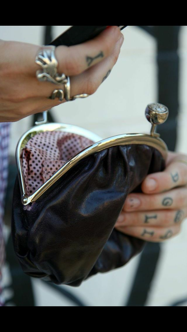 Slouch clutch